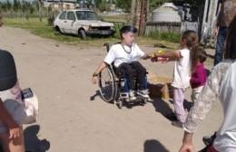 Ejemplo de vida y de solidaridad: Alejo tiene un emprendimiento y con las ganancias compró galletitas para los niños
