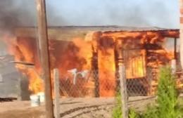 Incendio y destrucción total en una vivienda