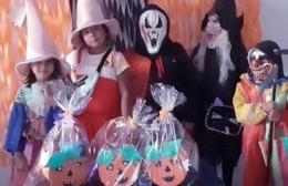 Festejo de Halloween: Mas de cien niños se disfrazaron y recibieron sus premios