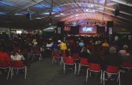 El interior de la mega carpa dispuesta para el desarrollo de la Fiesta Provincial del Inmigrante